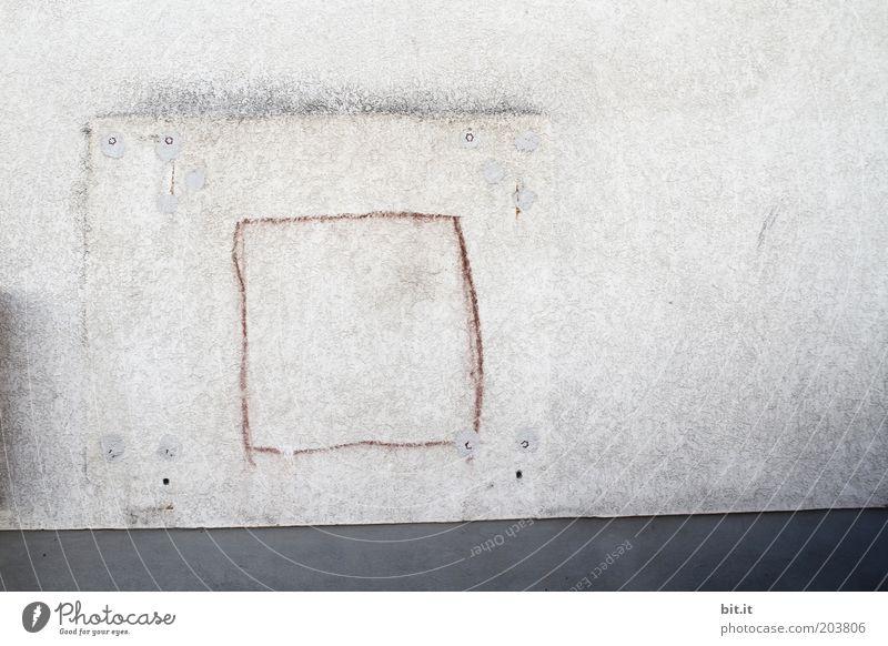 TORWAND[LUsertreffen 04|10] Mauer Wand Fassade Beton Zeichen Linie alt eckig grau stagnierend Rahmen veraltet Loch angemalt Quadrat leer Kreide Streifen weiß