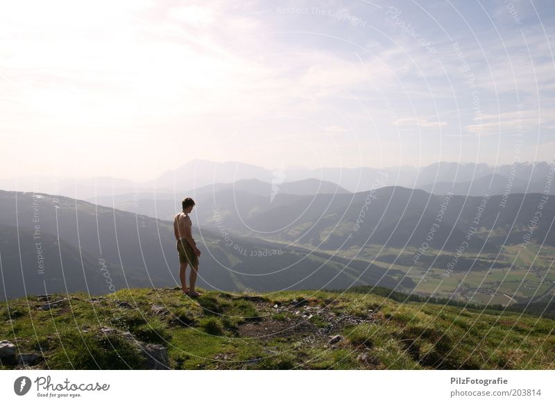Heimweh Ferien & Urlaub & Reisen Abenteuer Sommerurlaub Berge u. Gebirge wandern maskulin Junger Mann Jugendliche 1 Mensch 18-30 Jahre Erwachsene Umwelt Natur