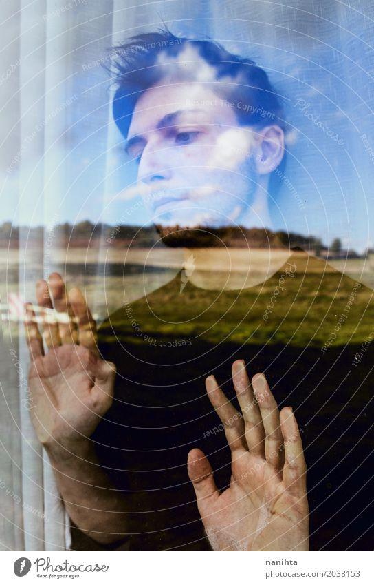 Junger Mann, der Natur durch ein Fenster schaut Lifestyle maskulin Jugendliche 1 Mensch 18-30 Jahre Erwachsene Kunst Umwelt Landschaft Luft Himmel Kristalle