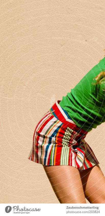 rock it Jugendliche grün Sommer Erotik Farbe feminin Stil Beine hell Mode Bekleidung Lifestyle Gesäß T-Shirt dünn