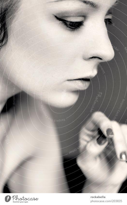 denkerin. feminin Junge Frau Jugendliche berühren Denken ästhetisch authentisch einfach elegant kalt dünn Gefühle Stimmung Tugend Willensstärke friedlich Güte