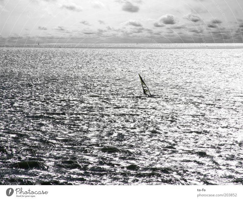 Surfer Freizeit & Hobby Sommer Sommerurlaub Meer Wellen Mensch 1 Umwelt Natur Landschaft Wasser Himmel Wolken Wind Küste Nordsee Bewegung Sport Surfen