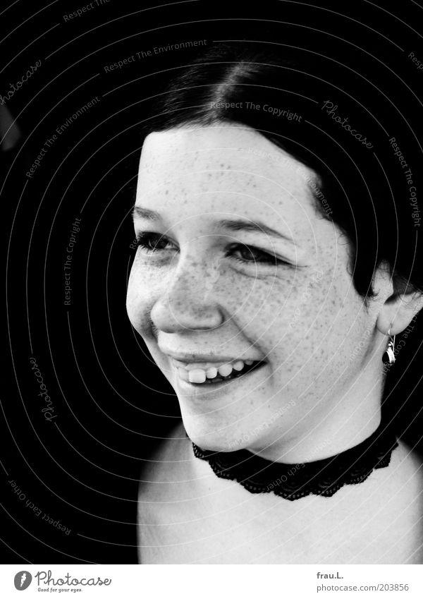 strahlen Mensch feminin Junge Frau Jugendliche 1 Lächeln Fröhlichkeit Glück schön einzigartig Optimismus Lebensfreude Sommersprossen Schmuck Gothic