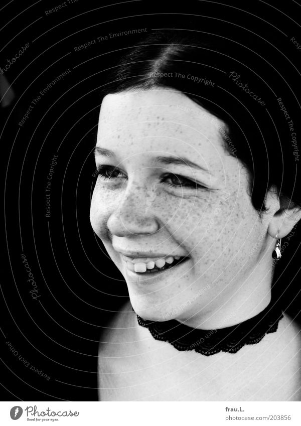 strahlen Mensch Jugendliche schön Gesicht feminin Glück Fröhlichkeit einzigartig Lebensfreude Schmuck Lächeln Sommersprossen Porträt Optimismus Junge Frau