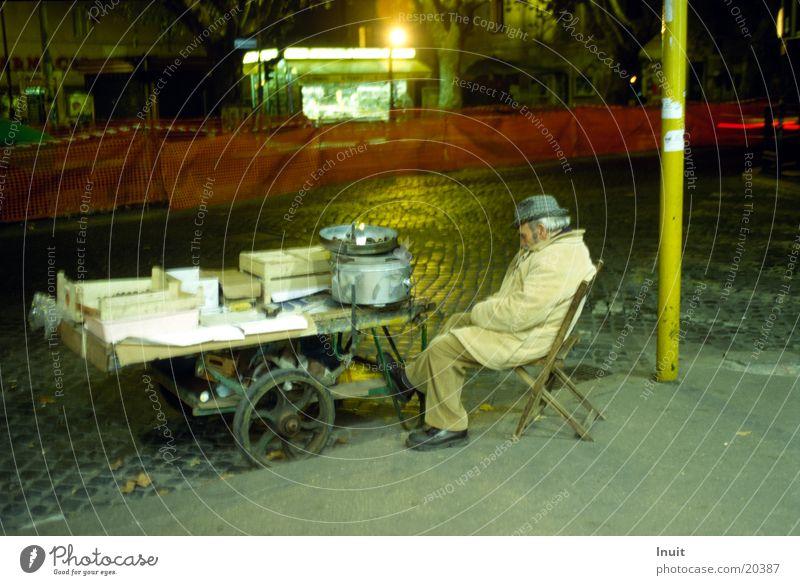 Maronenverkäufer ruhig Ernährung Straße Italien Kastanienbaum