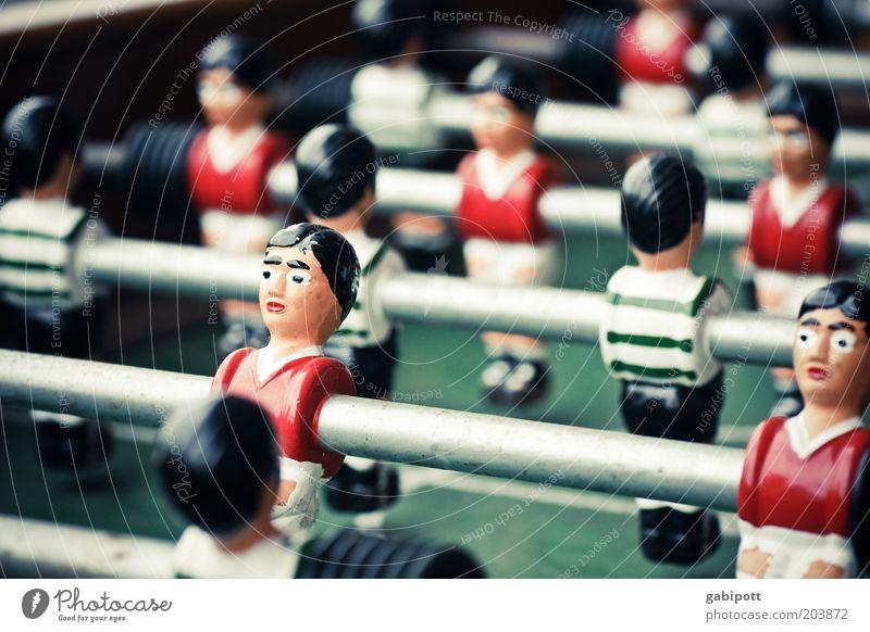 links außen weiß grün rot Sport Holz stehen Sportmannschaft retro historisch Stahl Sportler Sportplatz Freizeit & Hobby Spielfigur Fußballplatz Fußballer
