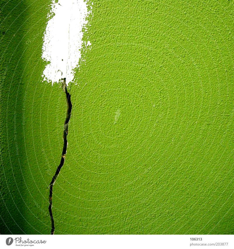Fotonummer 160570 alt grün Farbe Wand Mauer Gebäude Fassade Baustelle verfallen Handwerk Putz Riss Renovieren Reparatur Verlauf schließen