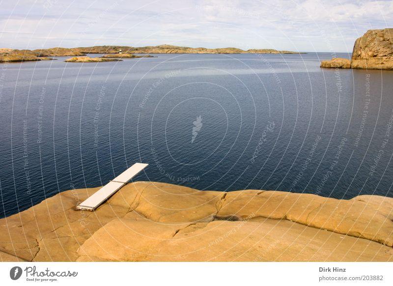 Sprungbrett in Smögen Natur blau Sommer Wasser Meer Einsamkeit Landschaft ruhig Küste Freiheit außergewöhnlich braun Stimmung Horizont Luft Perspektive