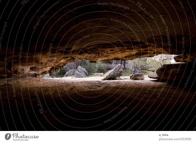 inside out Natur Einsamkeit schwarz Berge u. Gebirge Sand Stein braun Felsen groß natürlich bedrohlich Urelemente einzigartig Alpen Schutz trocken
