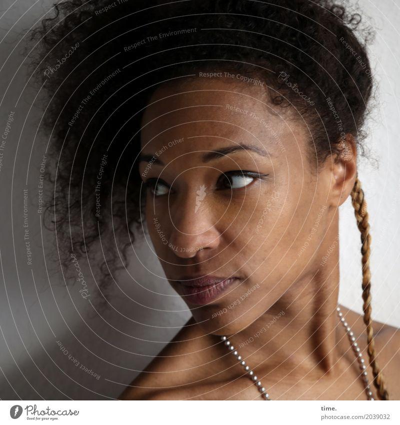 . Mensch Frau schön Erwachsene Leben Bewegung feminin außergewöhnlich Haare & Frisuren Stimmung ästhetisch Perspektive beobachten Neugier entdecken Überraschung