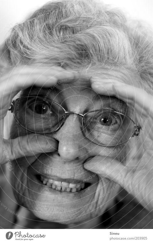 Je oller desto doller... Weiblicher Senior Frau Gesicht 1 Mensch 60 und älter grauhaarig alt frech Fröhlichkeit Glück niedlich rebellisch verrückt Lebensfreude