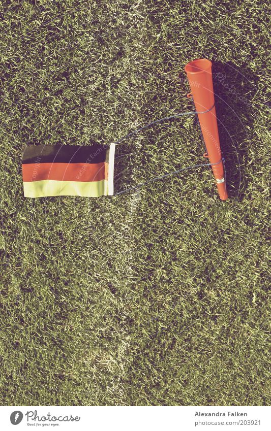 Geht doch... grün Sport Deutschland Schilder & Markierungen Fußball Ball Rasen Fahne Deutsche Flagge Sportrasen Fußballplatz Kampfsport Krach Weltmeisterschaft Ballsport Europa