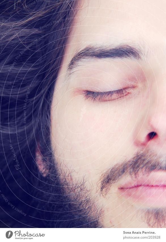 teilzeit. elegant schön maskulin Junger Mann Jugendliche Gesicht Nase Mund Lippen 1 Mensch 18-30 Jahre Erwachsene Haare & Frisuren schwarzhaarig genießen liegen