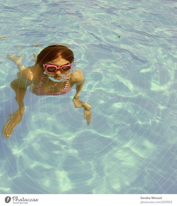 Auftauchen im Pool Mensch Jugendliche blau Ferien & Urlaub & Reisen Sommer Freude Erholung feminin Sport Leben Schwimmen & Baden Kindheit Freizeit & Hobby nass
