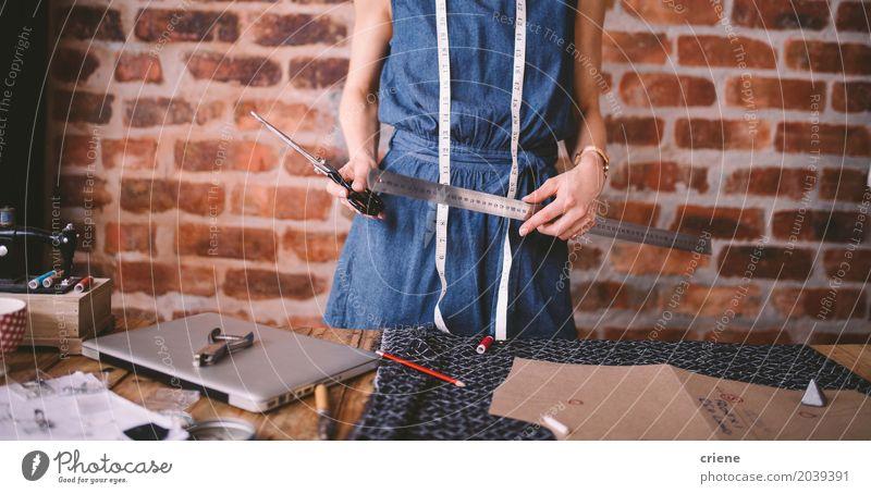Mensch Jugendliche Junge Frau Lifestyle feminin Kunst Business Mode Arbeit & Erwerbstätigkeit Büro Kreativität Beruf Stoff Schreibtisch Notebook Künstler