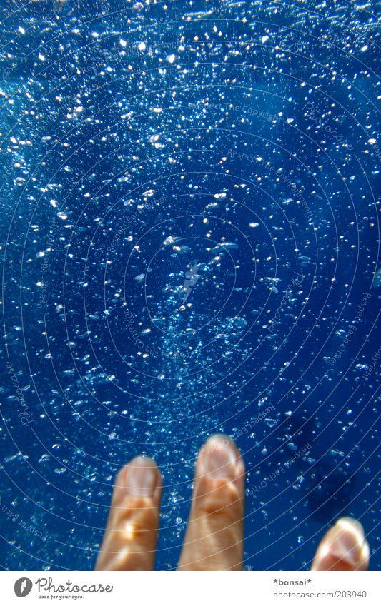 can´t touch this Mensch blau Wasser Hand Ferien & Urlaub & Reisen Meer Schwimmen & Baden Freizeit & Hobby natürlich nass Finger fantastisch tauchen Flüssigkeit Luftblase greifen