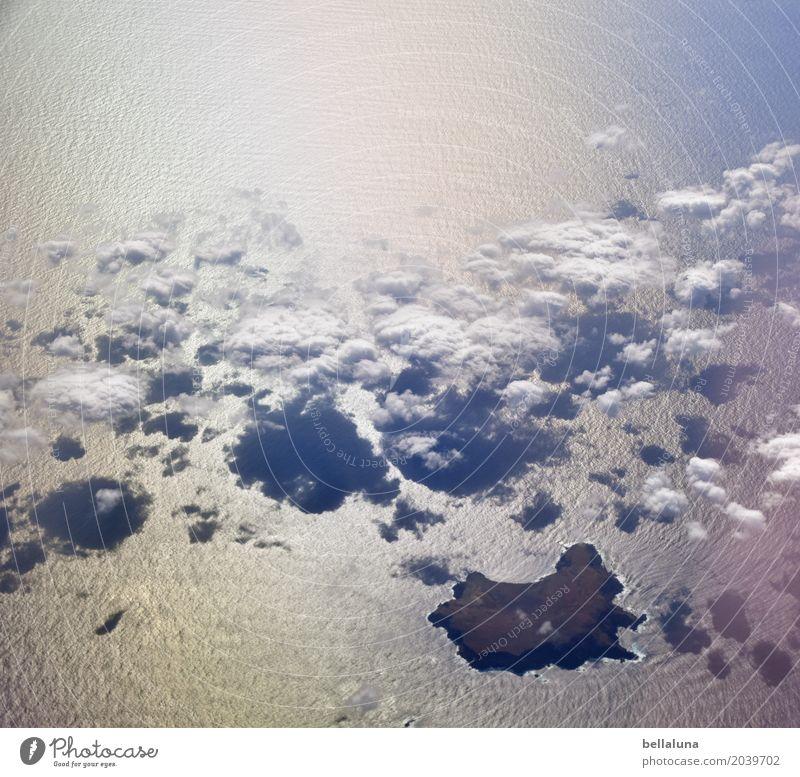Land in Sicht Umwelt Natur Erde Luft Wasser Himmel Wolken Sonnenlicht Frühling Klima Wetter Schönes Wetter Wellen Küste Seeufer Strand Bucht Meer Insel fliegen