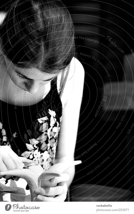 werkstatttag. Jugendliche ruhig Erholung Arbeit & Erwerbstätigkeit feminin ästhetisch Reinigen berühren Konzentration entdecken Interesse Vorsicht Basteln