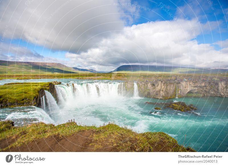 Godafoss III Umwelt Natur Landschaft Schönes Wetter blau braun grün türkis weiß Wasserfall Island Felsen Klippe Wahrzeichen Attraktion Tourismus Wolken Bergen