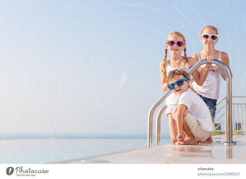 Kind Ferien & Urlaub & Reisen Sommer Wasser Sonne Erholung Freude Gesicht Lifestyle lustig Sport Junge lachen Familie & Verwandtschaft Spielen klein