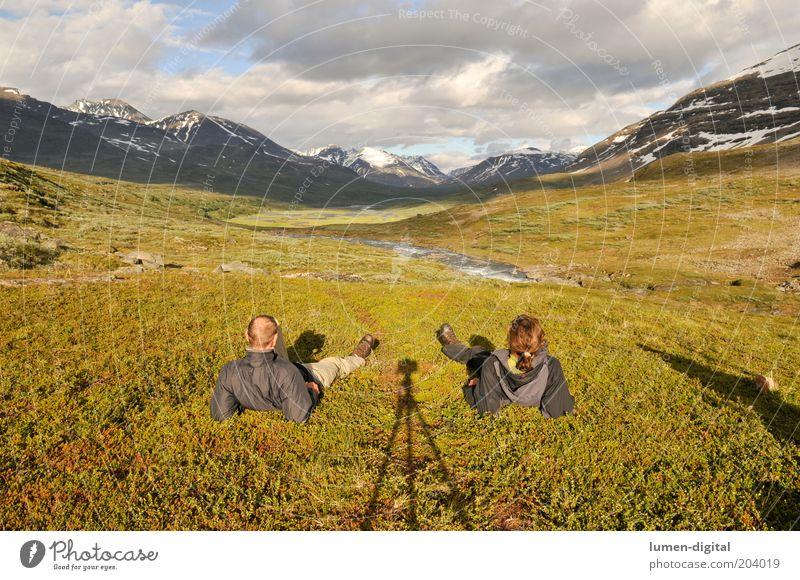 Rast Mann Natur Wasser ruhig Erholung Berge u. Gebirge Freiheit Landschaft Zufriedenheit Fotografie Erwachsene wandern Abenteuer Pause Fluss