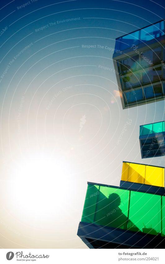 Neon-Balkonade Sonne grün blau Haus gelb Farbe Stil Wohnung Design elegant hoch verrückt Lifestyle Häusliches Leben außergewöhnlich