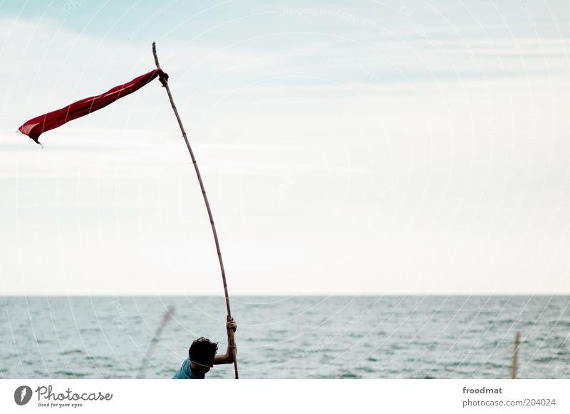 next Jugendliche Mann Erwachsene positiv Zukunft Fahnenmast Ziel zielstrebig Meer Schilder & Markierungen Wind anstrengen Wasser Horizont
