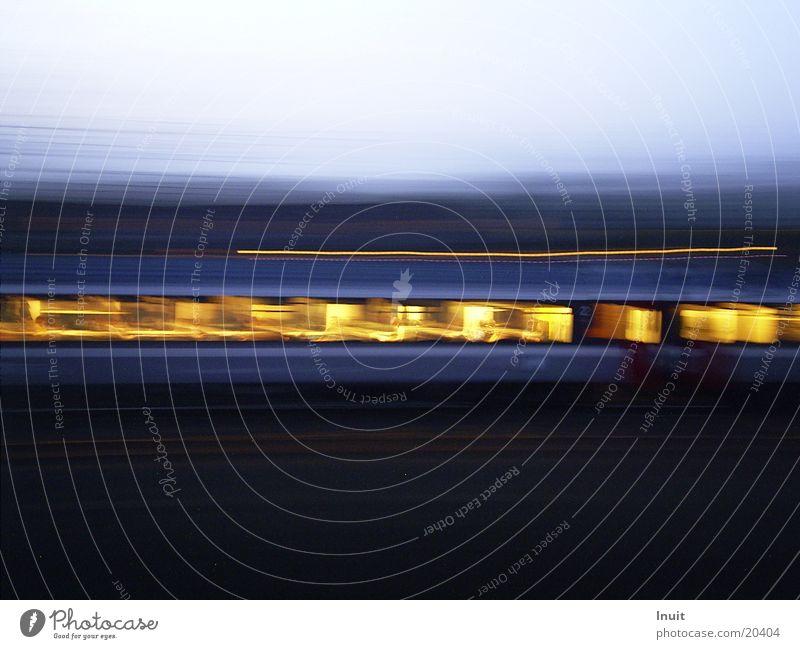 Schnelle Eisenbahn Ferien & Urlaub & Reisen Bewegung Verkehr Eisenbahn Zugabteil