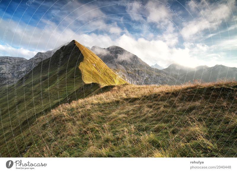 Sonnenlicht über Bergrücken und schönen Himmel Ferien & Urlaub & Reisen Berge u. Gebirge wandern Natur Landschaft Wolken Sommer Wetter Schönes Wetter Felsen