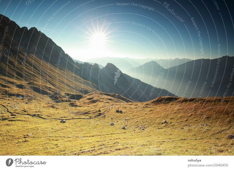 schöner Sonnenaufgang über Bergspitzen in den Alpen Ferien & Urlaub & Reisen Berge u. Gebirge Natur Landschaft Himmel Nebel Hügel Felsen Gipfel Stein blau