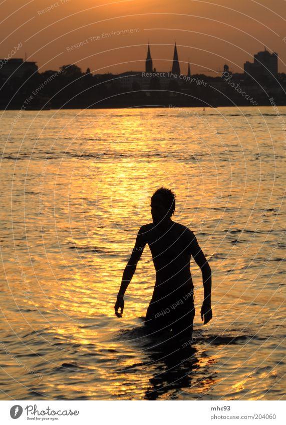 Summer in the City Wasser Sonne Stadt Sommer Erholung Bewegung Wärme Tourismus Freizeit & Hobby Schwimmen & Baden Skyline Flussufer Fernweh Stadtrand