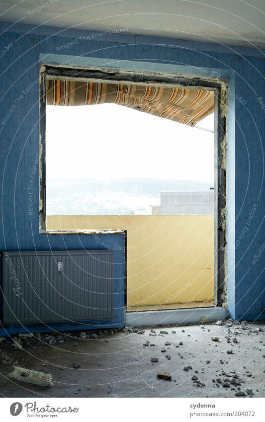 Balkonien ruhig Wand Stil Fenster Mauer Zeit ästhetisch offen Ende Wandel & Veränderung Häusliches Leben Vergänglichkeit Innenarchitektur Verfall Balkon Vergangenheit