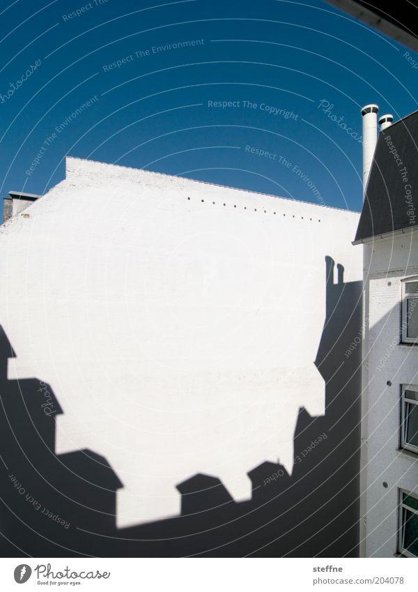 steffkopenhagen Haus Mauer Wand Fassade Stadt Kopenhagen Innenhof Farbfoto Außenaufnahme Textfreiraum oben Textfreiraum Mitte Tag Licht Schatten Kontrast
