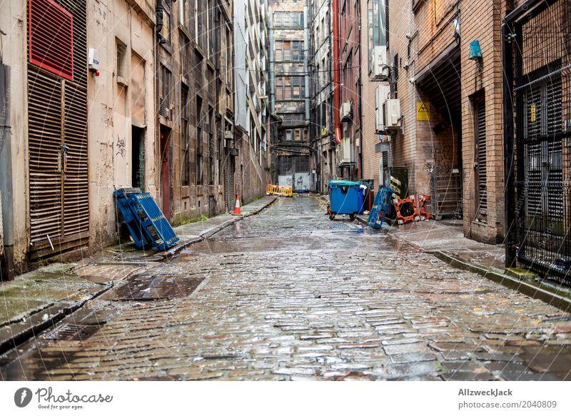 Crime alley 2 Glasgow Schottland Stadt Stadtzentrum Ruine Gebäude Architektur Fassade alt Armut dreckig dunkel hässlich grau Verfall Häusliches Leben