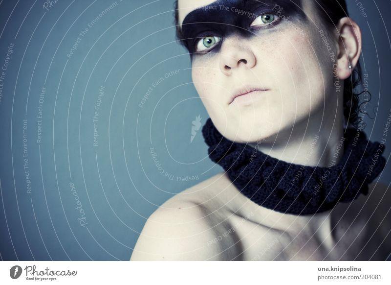 be you.not them Lifestyle Kosmetik Schminke feminin Frau Erwachsene 1 Mensch 18-30 Jahre Jugendliche Mode Accessoire Schal Kragen dunkel einzigartig kalt
