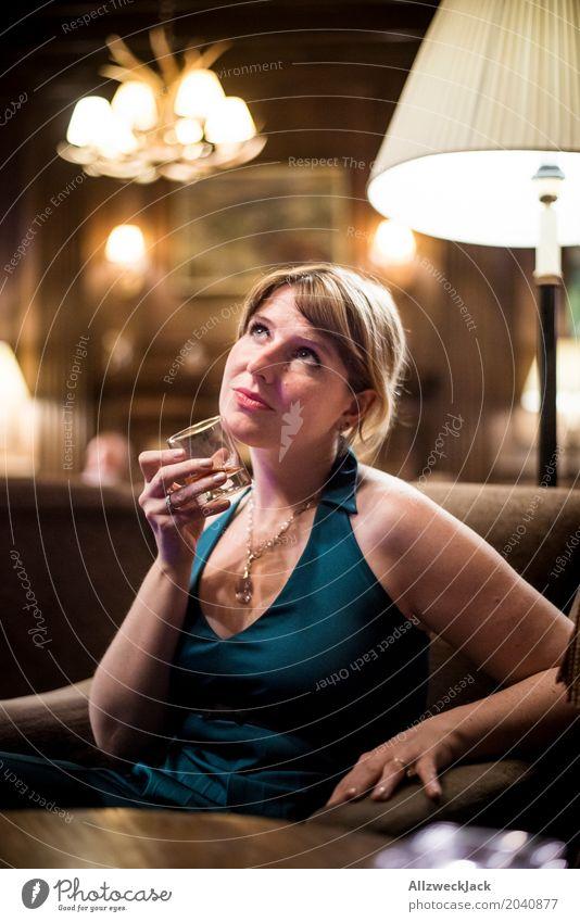 Girl at the Whiskey Bar Mensch Frau Jugendliche Junge Frau Erotik ruhig 18-30 Jahre Erwachsene Leben feminin braun elegant blond ästhetisch Glas genießen
