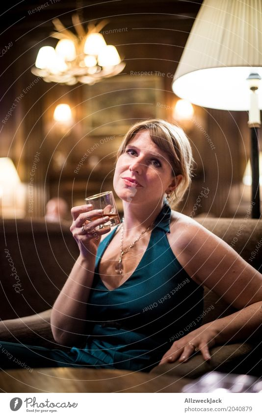 Girl at the Whiskey Bar 2 Mensch Frau Jugendliche Junge Frau Erotik ruhig 18-30 Jahre Erwachsene Leben feminin braun elegant blond ästhetisch Glas genießen