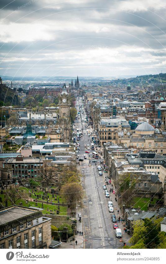 Edinburgh Princess Street Wolken Frühling Schönes Wetter Schottland Hauptstadt Stadtzentrum Altstadt Fußgängerzone Skyline bevölkert Kirche Dom