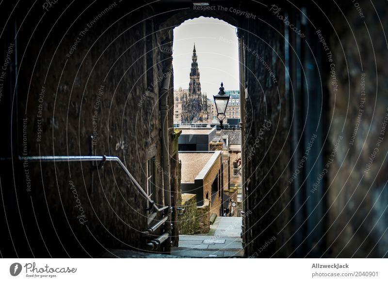 Gasse, Edinburgh Schottland Stadt Stadtzentrum Altstadt Haus Kirche Architektur Sehenswürdigkeit Stein alt dunkel grau Verfall Vergangenheit Durchgang Hinterhof