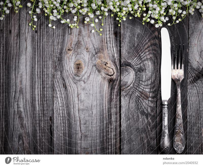 Besteck auf der grauen Holzoberfläche Abendessen Messer Gabel Dekoration & Verzierung Tisch Küche Restaurant Blume Metall alt Essen oben schwarz Kulisse