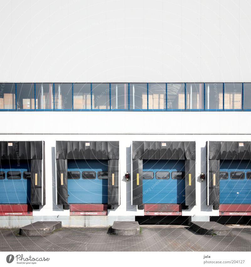 verladerampen Handel Güterverkehr & Logistik Unternehmen Bauwerk Gebäude Architektur Fenster Tor Rampe groß Lager Lagerhalle Farbfoto Außenaufnahme Menschenleer