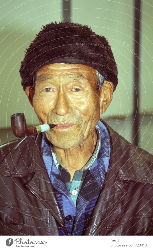 Inuit Mann alt Haut Mütze Trillerpfeife Grönland