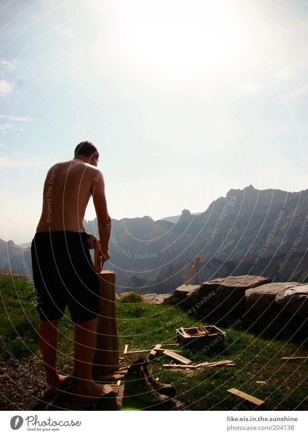 morgens, halb 10 auf 2000m. Sonne Sommer ruhig Erwachsene Ferne Erholung Freiheit Berge u. Gebirge Gras Arbeit & Erwerbstätigkeit Kraft Felsen maskulin