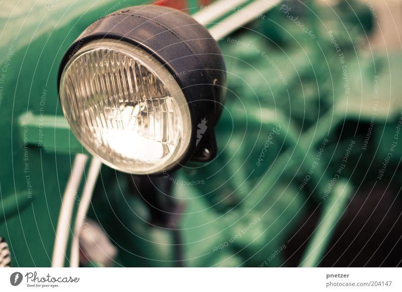 Traktor alt grün Stil Metall glänzend Glas Design Verkehr retro authentisch Freizeit & Hobby Kitsch einzigartig außergewöhnlich Maschine Sammlung