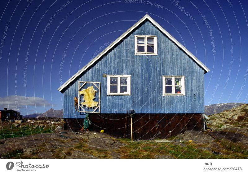 Blaues Haus Himmel blau Europa Fell Dänemark Skandinavien Holzhaus Grönland Arktis