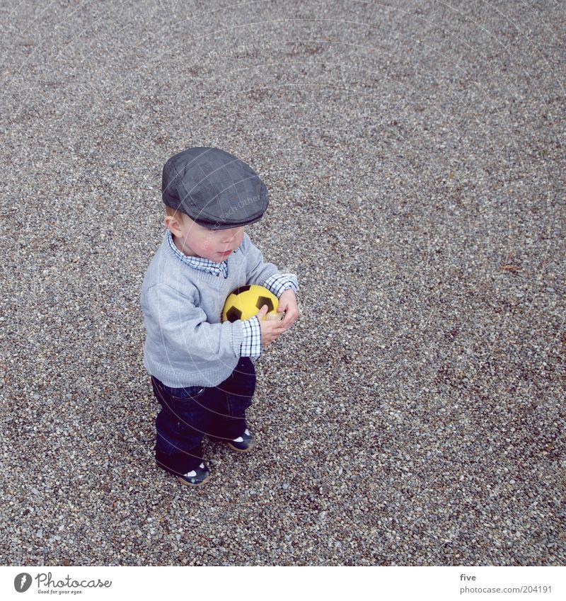 Hopp Schwiiz! Mensch Kind Freude Sport Spielen Junge Glück lustig Zufriedenheit Kindheit Freizeit & Hobby maskulin Fußball Kleinkind Mütze Fan