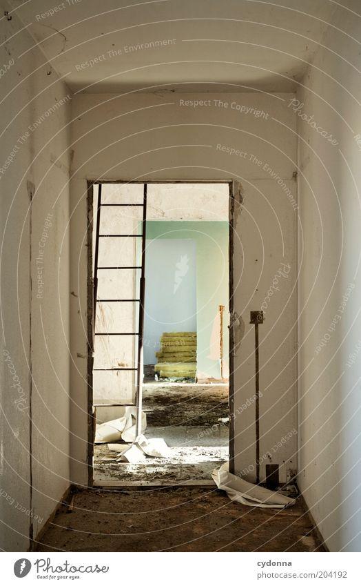 Dachgeschoss Häusliches Leben Wohnung Renovieren Umzug (Wohnungswechsel) Raum Baustelle Tür ruhig stagnierend Vergangenheit Vergänglichkeit Wandel & Veränderung