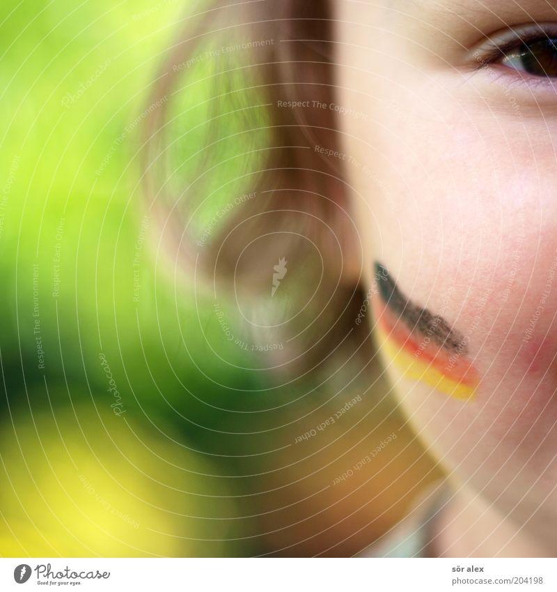 der kleine Fan Mensch Farbe rot Mädchen Freude schwarz gelb Auge Haare & Frisuren Glück gold Fröhlichkeit niedlich Deutsche Flagge Fahne Leidenschaft
