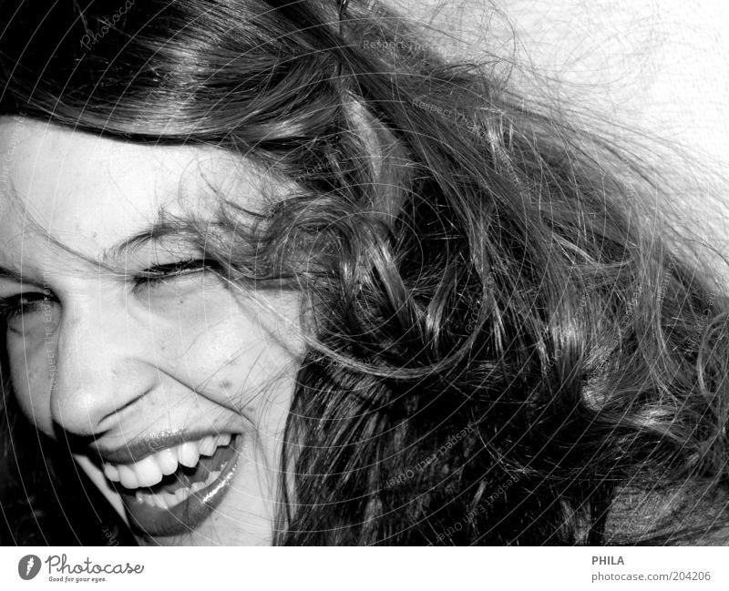 glücksmoment Mensch feminin Junge Frau Jugendliche Gesicht 1 Haare & Frisuren brünett langhaarig Locken Lächeln frech Fröhlichkeit frisch glänzend Glück schön