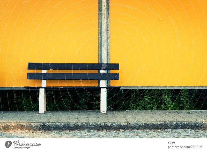 Postbank Einsamkeit gelb Wand Straße Wege & Pfade Mauer einfach Bank Bürgersteig Dorf Langeweile Kleinstadt Haltestelle Stadtrand Bushaltestelle